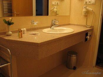 Кварцевый агломерат в качестве столешницы для ванной